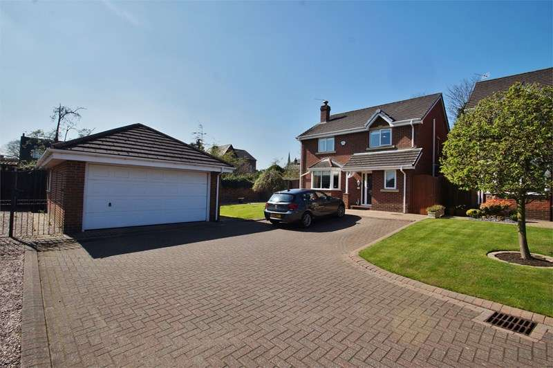 4 Bedrooms Detached House for sale in Woodlands Close