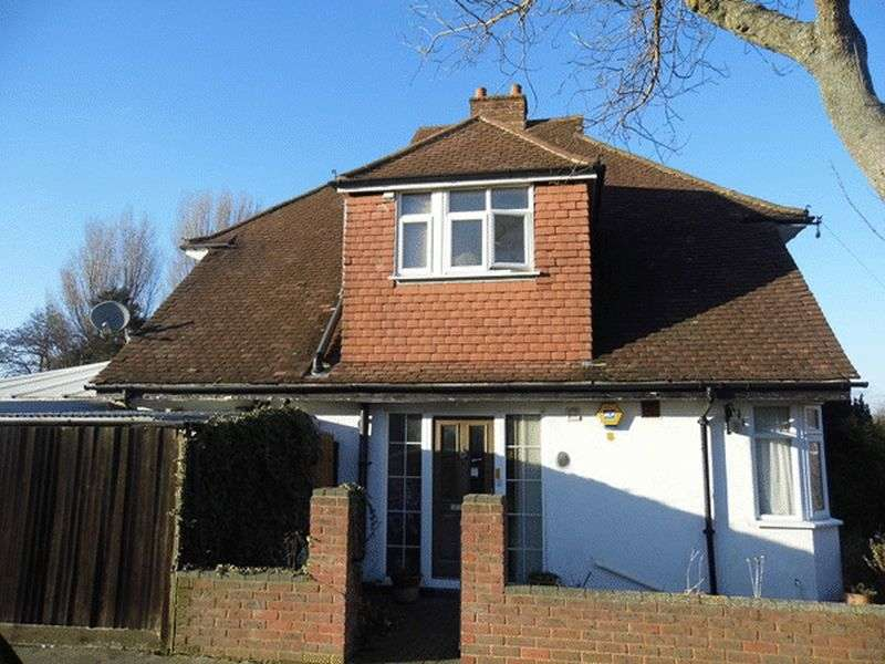 3 Bedrooms Semi Detached House for sale in Langland Gardens, Shirley, CROYDON