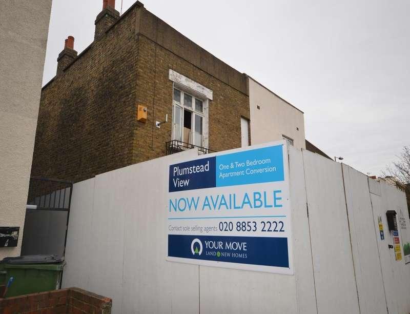 1 Bedroom Flat for sale in Top Floor Flat Plumstead Common Road, London, SE18