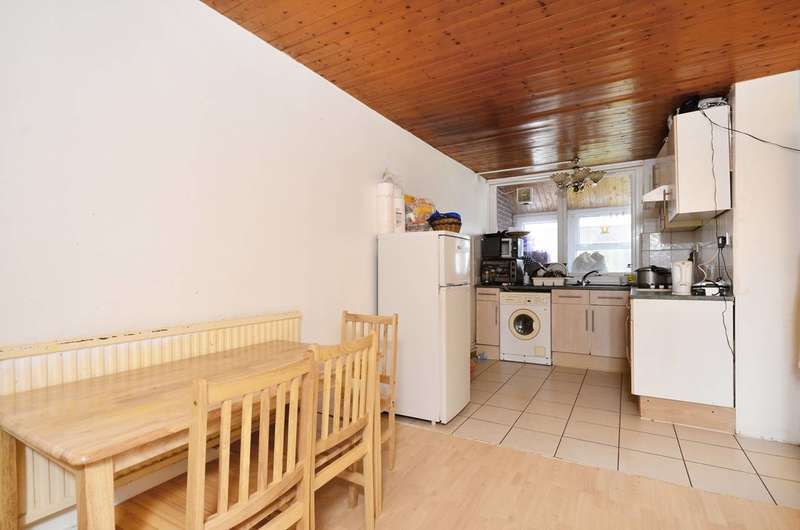 3 Bedrooms Maisonette Flat for sale in Wychwood Way, Crystal Palace, SE19