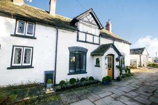 3 Bedrooms Cottage House for sale in Church Cottages, Holmes Chapel Road, Chelford, Macclesfield