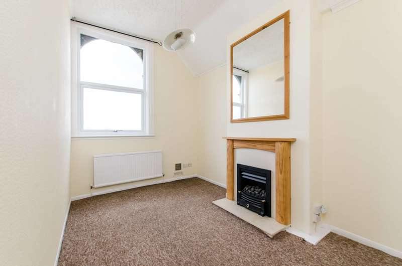 1 Bedroom Flat for sale in Streatham Road, Tooting, CR4