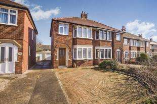 3 Bedrooms Semi Detached House for sale in Bispham Road, Blackpool, Lancashire, FY2