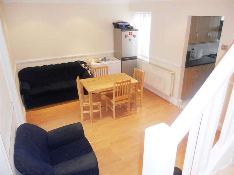 4 Bedrooms Maisonette Flat for sale in Edgware Road, Colindale