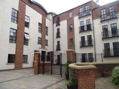 1 Bedroom Flat for sale in Curzon Place, Gateshead, Tyne and Wear, NE8