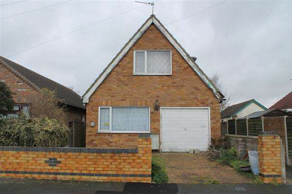 3 Bedrooms Chalet House for sale in Rosemary Way, Jaywick