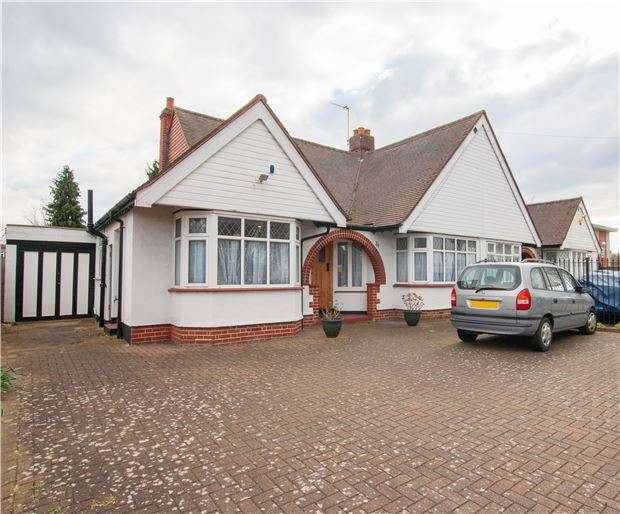 3 Bedrooms Detached House for sale in Nightingale Road, CARSHALTON, Surrey, SM5 2EL