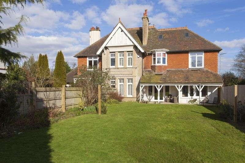 5 Bedrooms Semi Detached House for sale in Saltwood