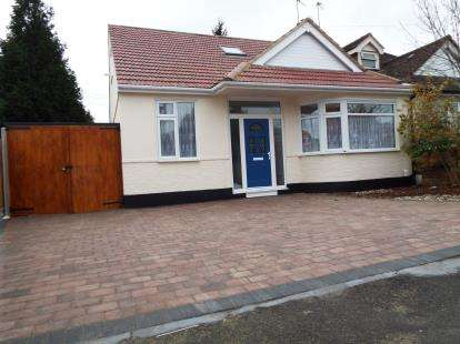 5 Bedrooms Bungalow for sale in Romford