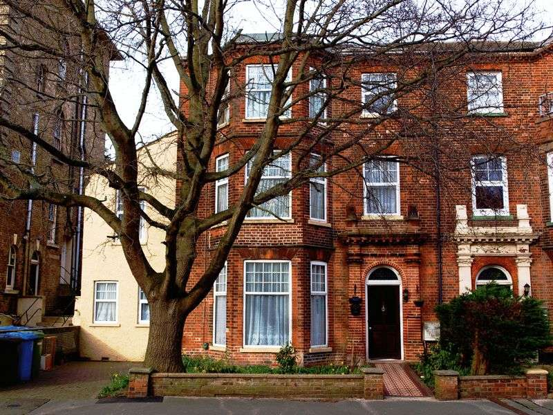 8 Bedrooms Terraced House for sale in North Parade