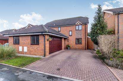 4 Bedrooms Detached House for sale in Swallow Court, Winsford, Cheshire, England, CW7