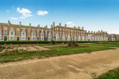 5 Bedrooms End Of Terrace House for sale in Lowestoft, Suffolk