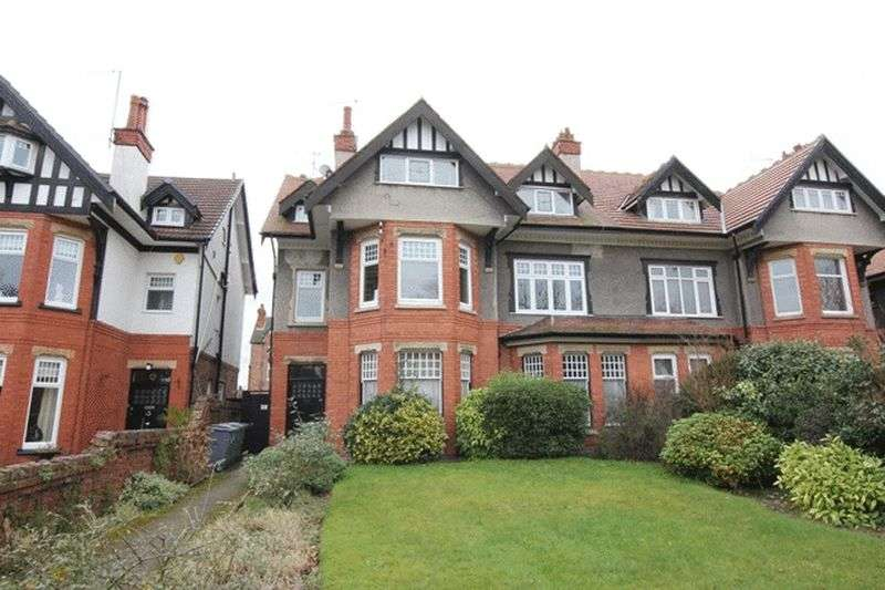 3 Bedrooms Flat for sale in Park Road, West Kirby, Wirral