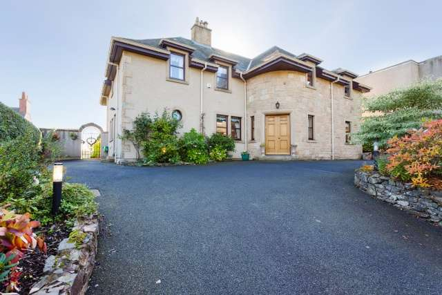 5 Bedrooms Detached House for sale in Bowden, Melrose, Borders, TD6 0ST