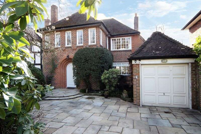3 Bedrooms Detached House for sale in Adelaide Close, Stanmore