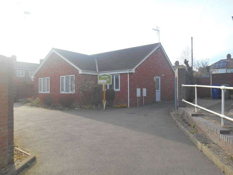 2 Bedrooms Semi Detached Bungalow for sale in Cedar Close, Hednesford