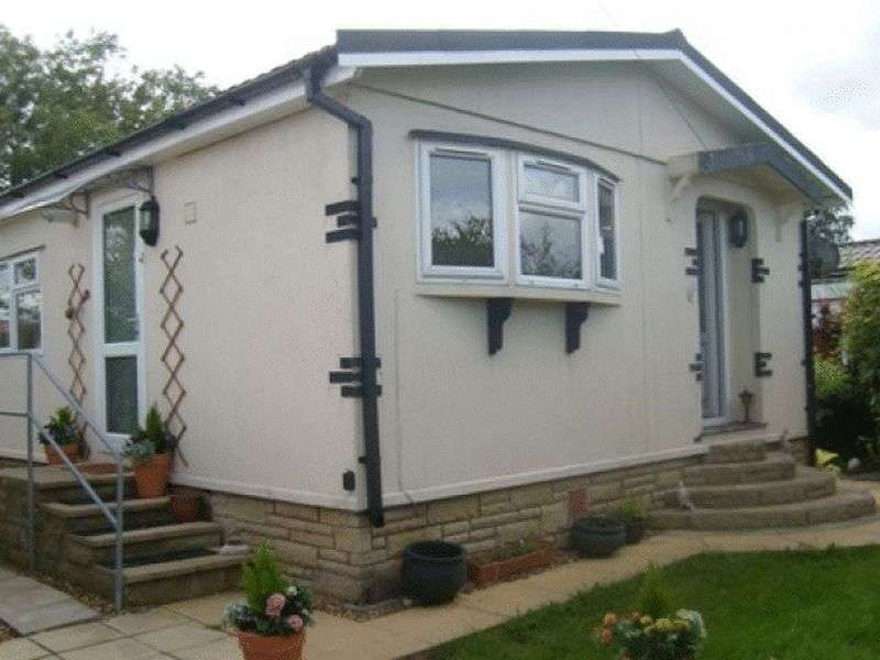 2 Bedrooms Bungalow for sale in 4 Birch Avenue Cuerden Residential Park PR25 5PB