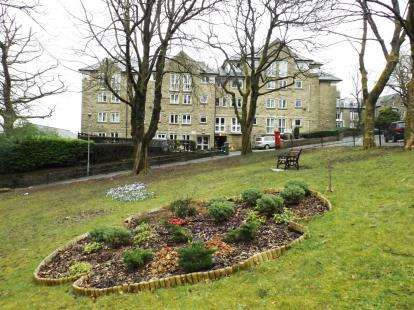 1 Bedroom Flat for sale in Haddon Court, Hardwick Mount, Buxton, Derbyshire