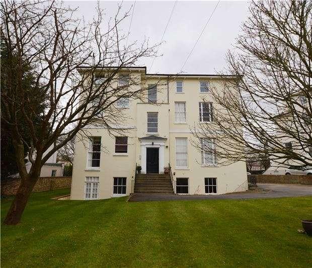 2 Bedrooms Flat for sale in Oakhurst Court Parabola Road, CHELTENHAM, GL50 3AF
