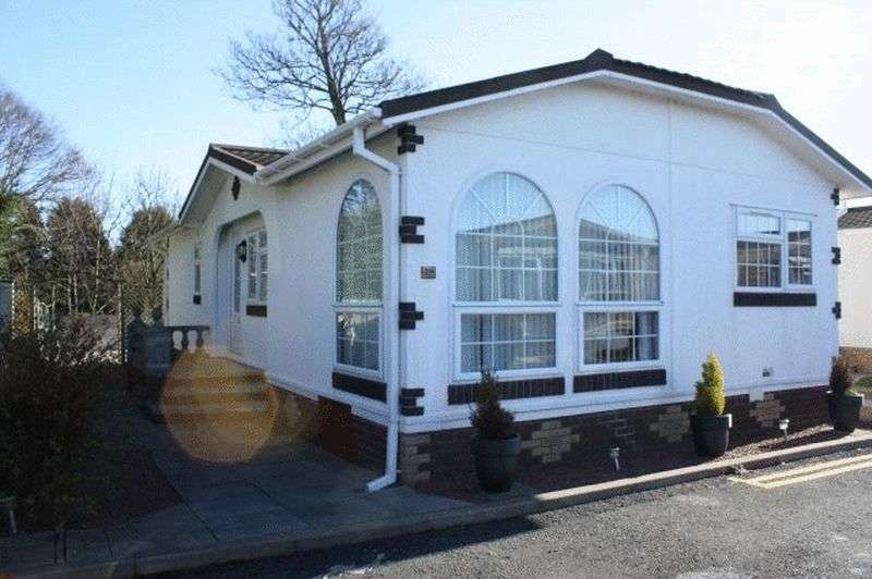 2 Bedrooms Bungalow for sale in 29 Lotus Drive Carr Bridge Residential Park FY4 5RN