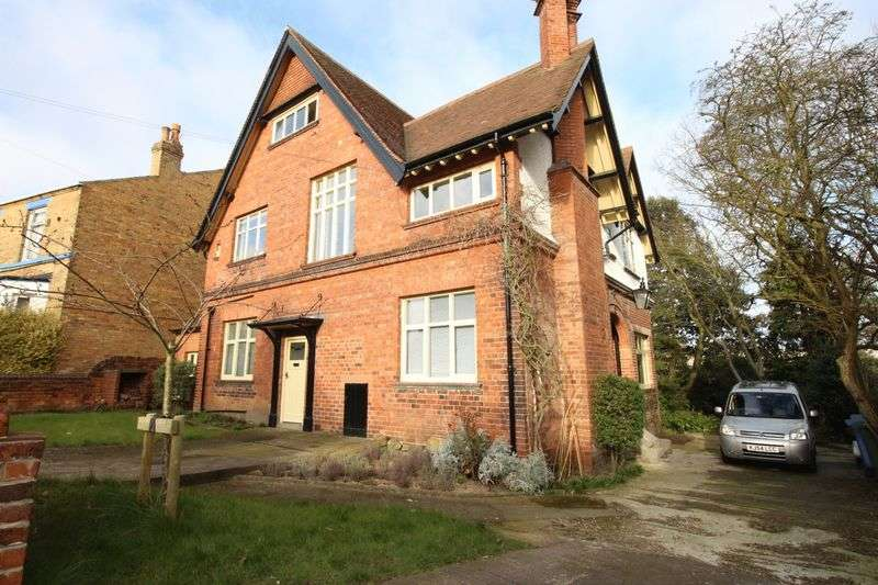 5 Bedrooms Detached House for sale in Westbourne Park, Scarborough