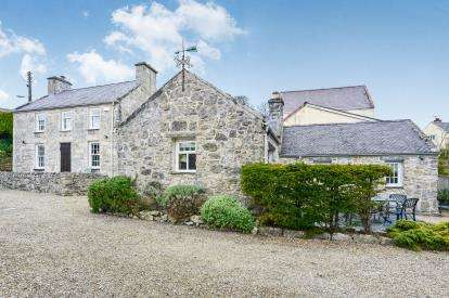 4 Bedrooms Detached House for sale in Benllech, Tyn-y-Gongl, Sir Ynys Mon, LL74