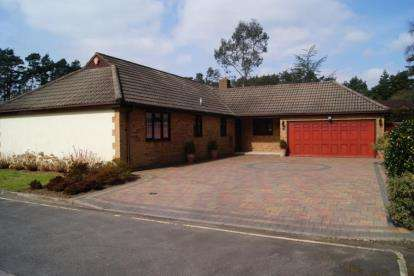 4 Bedrooms Bungalow for sale in Ashley Heath, Ringwood, Dorset
