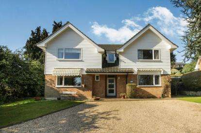 5 Bedrooms Detached House for sale in Epping, Essex