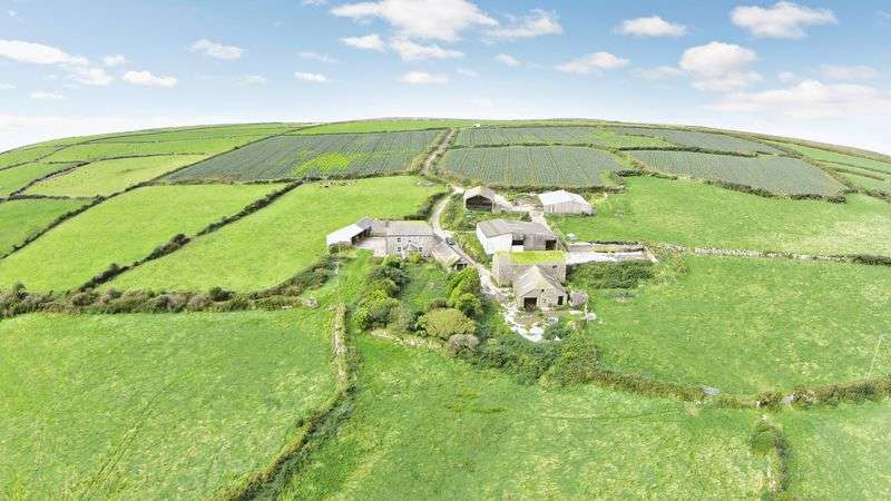3 Bedrooms Detached House for sale in Newbridge, Penzance
