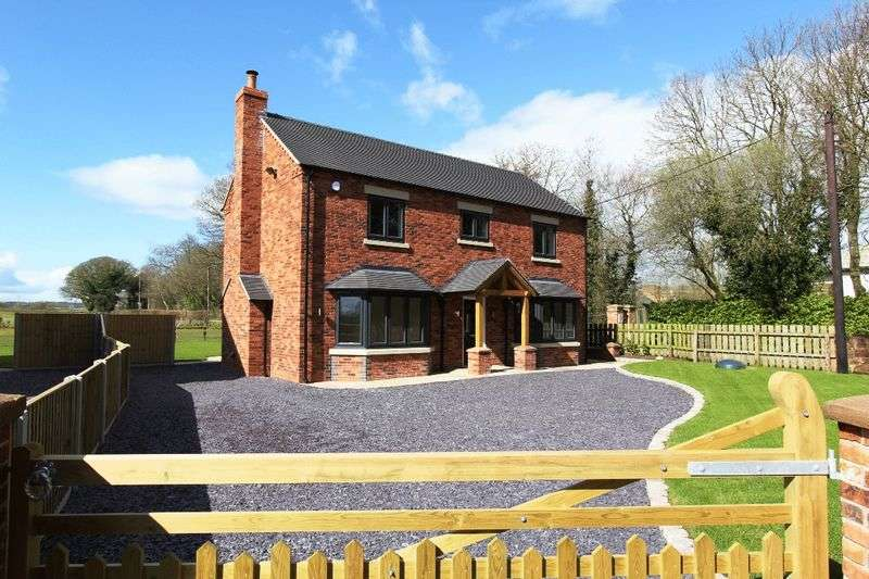 4 Bedrooms Detached House for sale in Warrant Road, Market Drayton