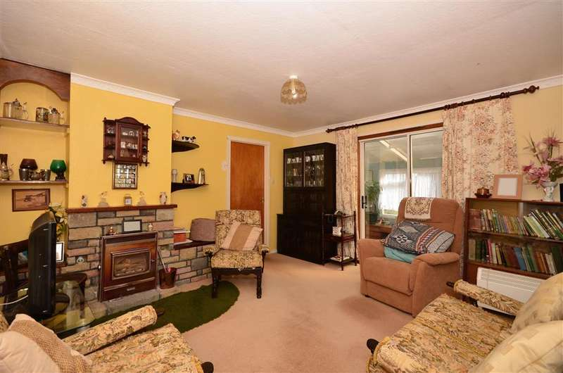 3 Bedrooms Bungalow for sale in Agester Lane, Walderchain, Denton, Canterbury, Kent