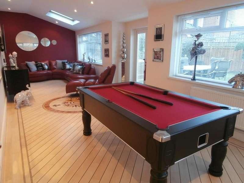 4 Bedrooms Detached House for sale in Hopton Drive, Hawksley Grange, Sunderland, SR2