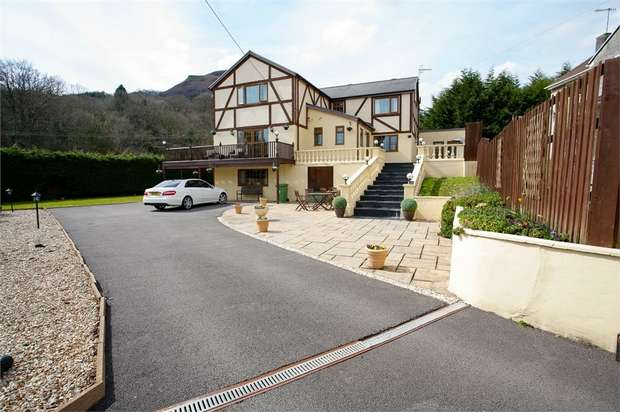 4 Bedrooms Detached House for sale in Park Lane, Taffs Well, Cardiff, Mid Glamorgan