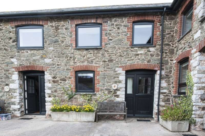2 Bedrooms Barn Conversion Character Property for sale in Bolberry Road, Kingsbridge, Devon, TQ7