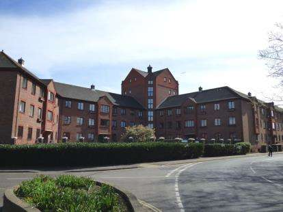2 Bedrooms Flat for sale in 15 Clarence Road, Gosport, Hampshire