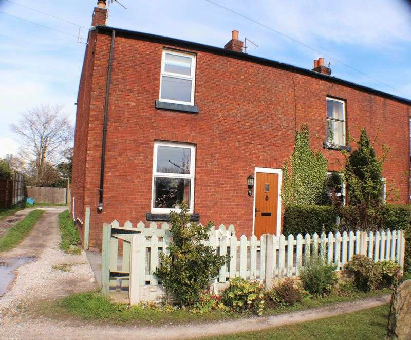 2 Bedrooms Cottage House for sale in Moss Lane, Burscough