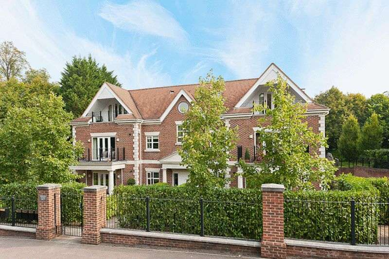 2 Bedrooms Flat for sale in Dorchester Mansions, Cross Road, Sunningdale
