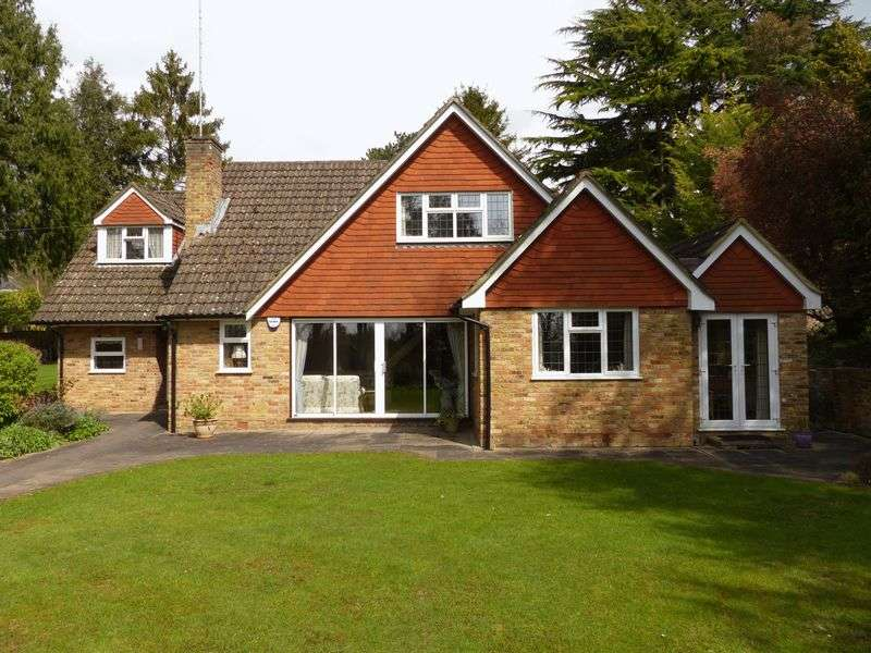 4 Bedrooms Detached House for sale in Northern Heights, Bourne End.