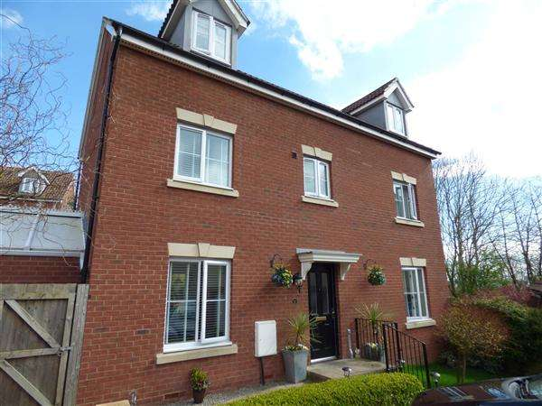 6 Bedrooms Detached House for sale in James Stephens Way, Thornwell, Chepstow