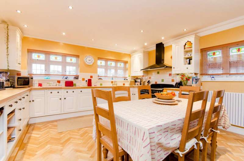 4 Bedrooms Semi Detached House for sale in Brycedale Crescent, Southgate, N14