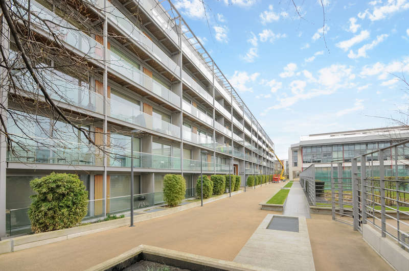 1 Bedroom Flat for sale in Southstand Apartments, Highbury Stadium Square