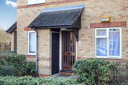 2 Bedrooms Flat for sale in Burton Court, Peterborough, Cambridgeshire