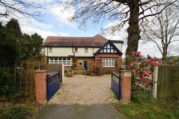 6 Bedrooms Detached House for sale in Deacons Croft, Barnet Lane, Elstree