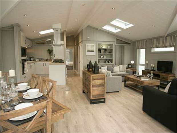 2 Bedrooms Park Home Mobile Home for sale in Holiday Park, Merley, Wimborne, Dorset