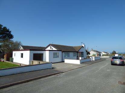 4 Bedrooms Detached House for sale in Lon Traeth, Valley, Holyhead, Sir Ynys Mon, LL65