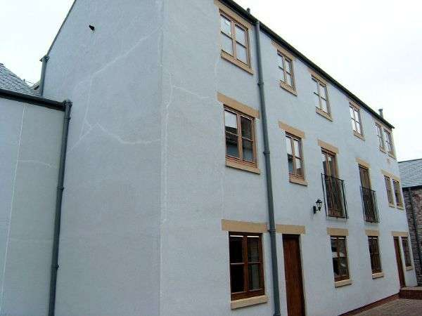 4 Bedrooms Terraced House for sale in Crown Mews, Denbigh