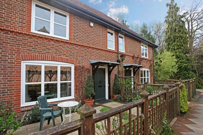 2 Bedrooms Cottage House for sale in Mytchett Heath, Camberley