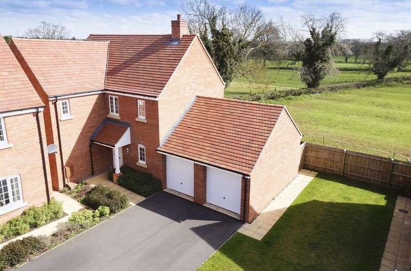 4 Bedrooms Detached House for sale in Rochester Close,Middleton Cheney, Banbury
