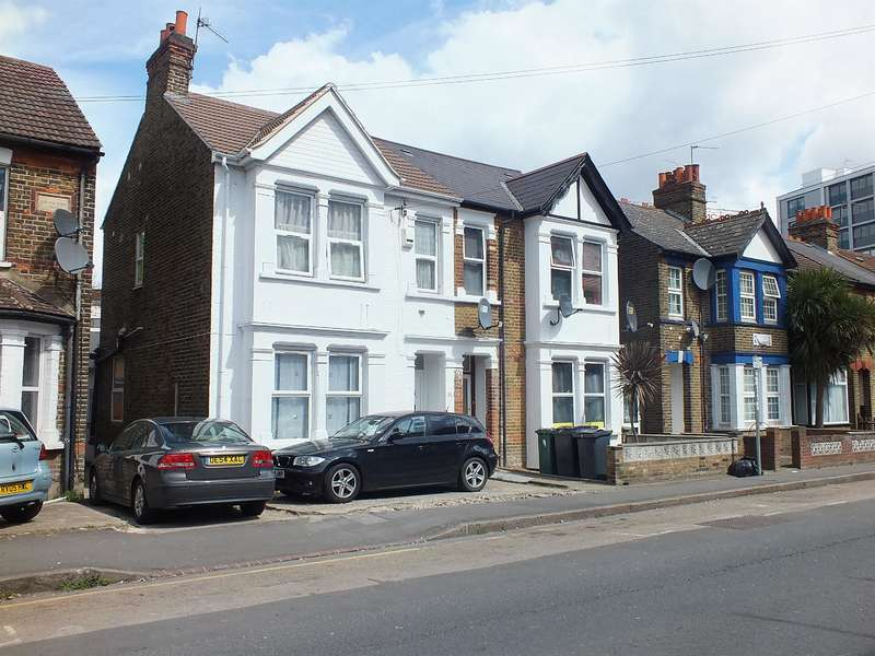 4 Bedrooms Semi Detached House for sale in Hayes Town, Middlesex