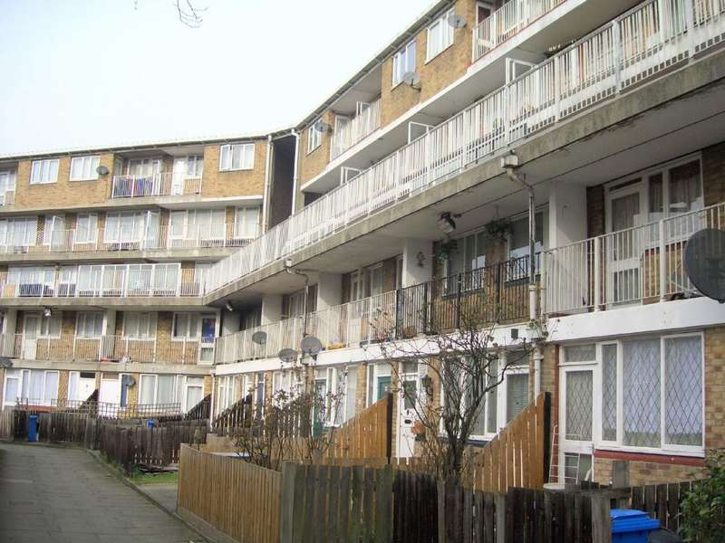 4 Bedrooms Maisonette Flat for sale in Lucey Way, London